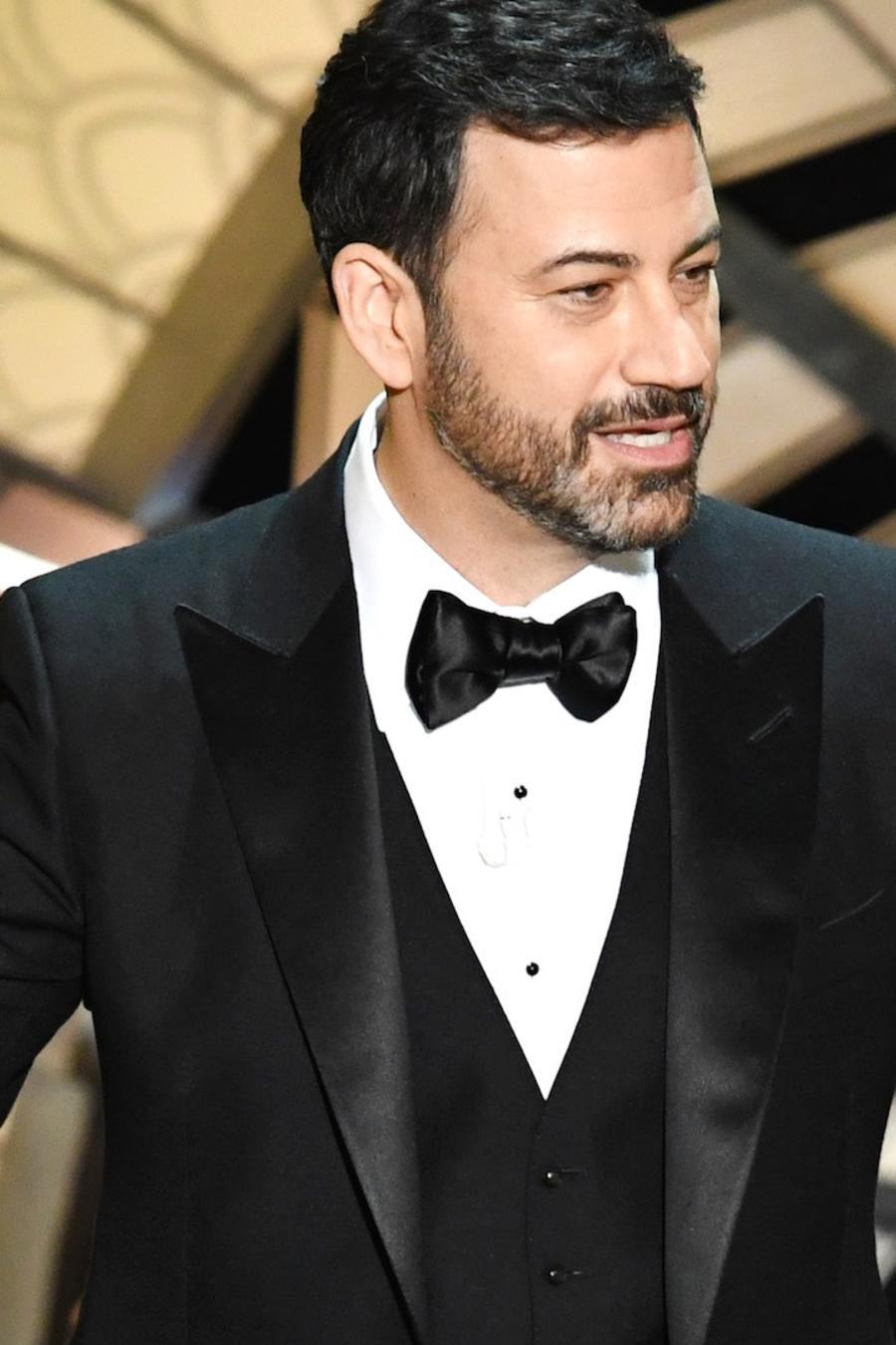 Jimmy Kimmel dando un discurso