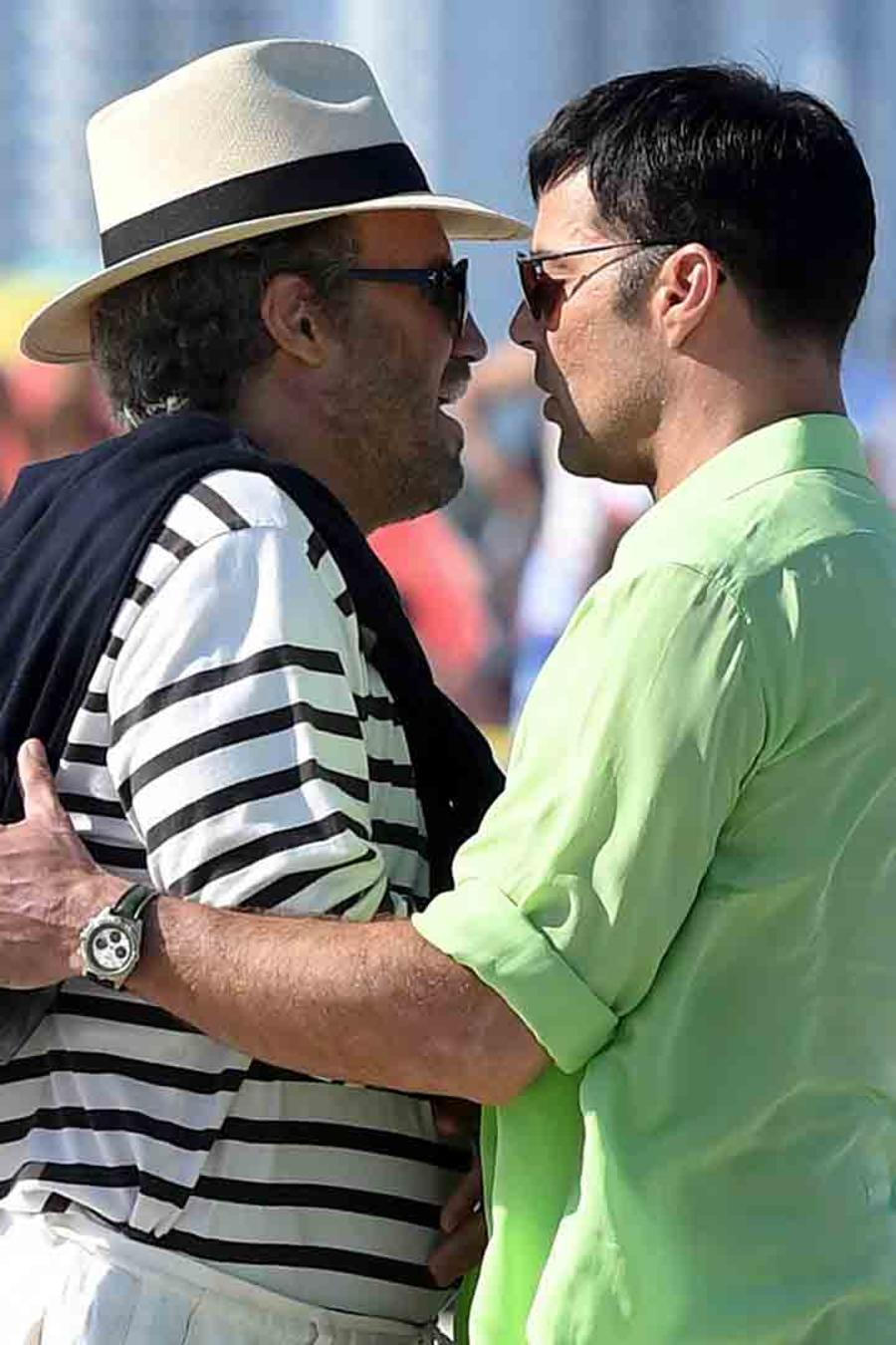 "Ricky Martin and Edgar Ramirez Get Extra Close on Set of ""Versace: American Crime Story"""
