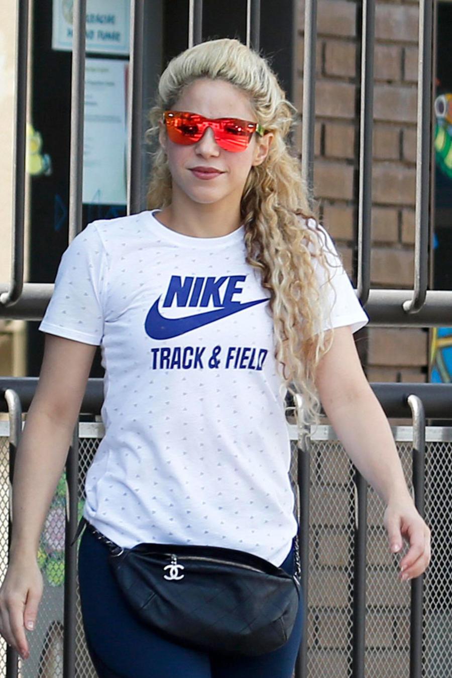 Shakira recoge a sus hijos de la escuela