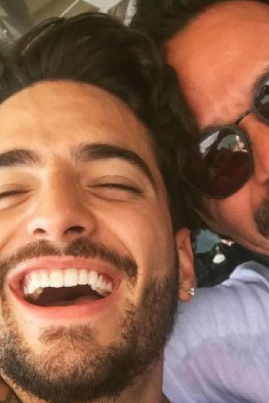 Marc Anthony y maluma sonriendo