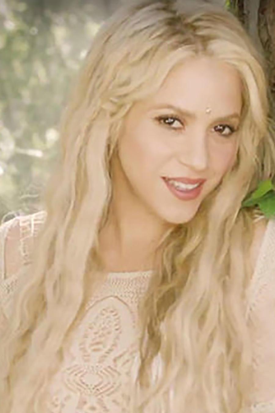 """Shakira en el video """"Me Enamore"""""""