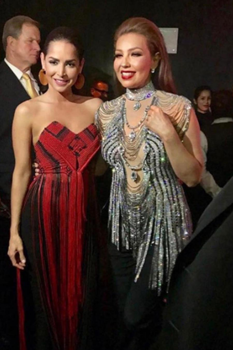 Carmen Villalobos y Thalía en una foto que ha causado controversia