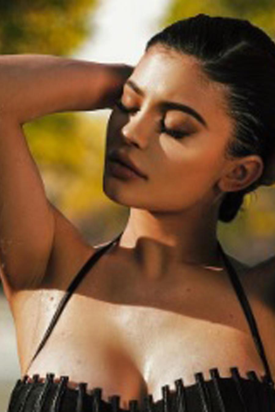 Kylie Jenner en traje de baño transparente