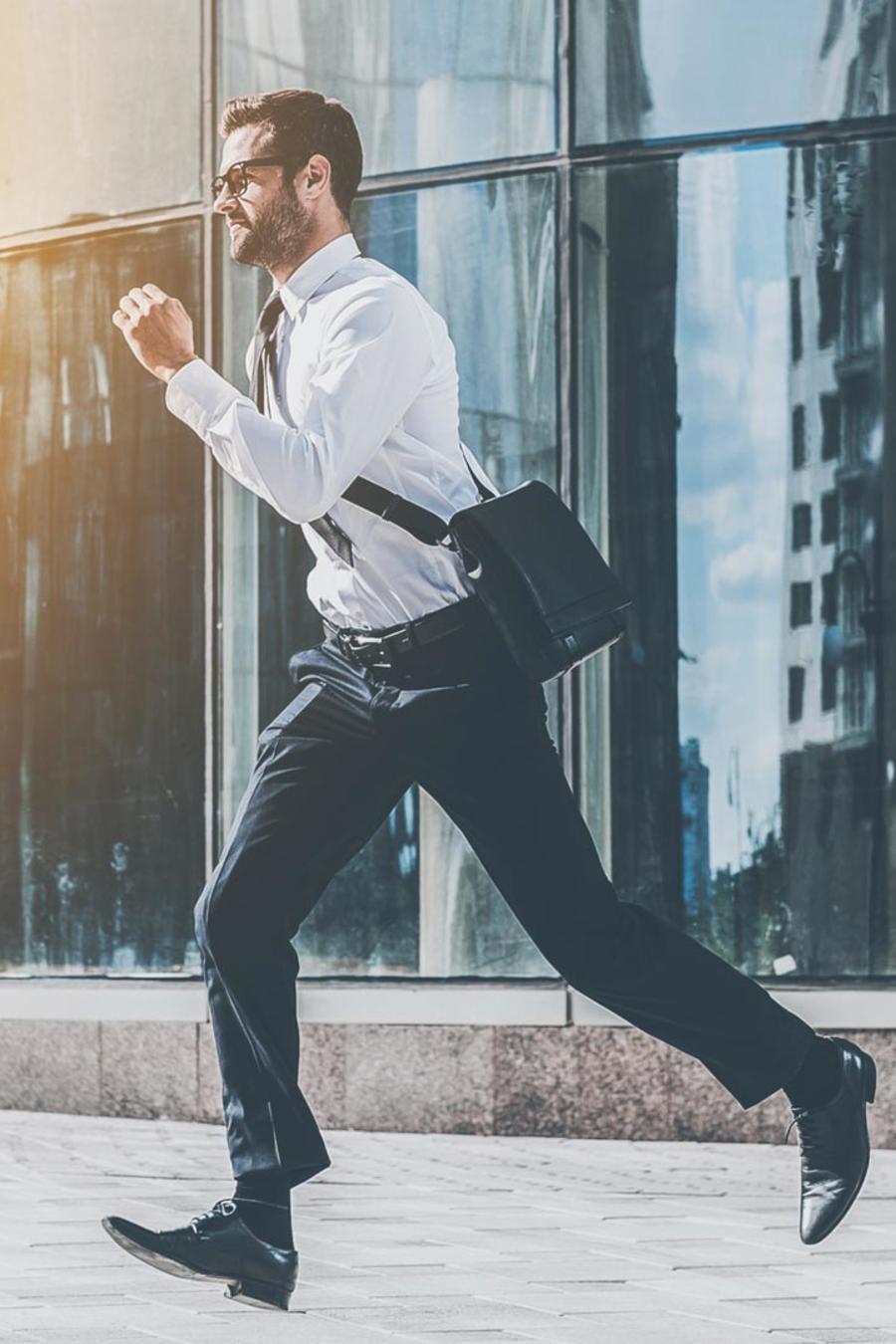 Oficinista corriendo