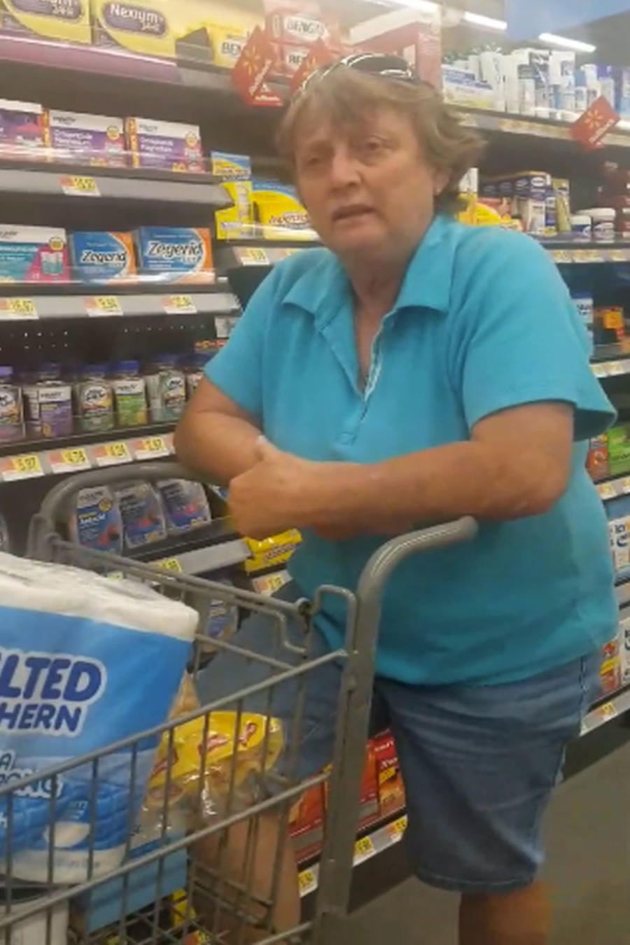 Una mujer insulta a una mexicana en medio de un supermercado (VIDEO)