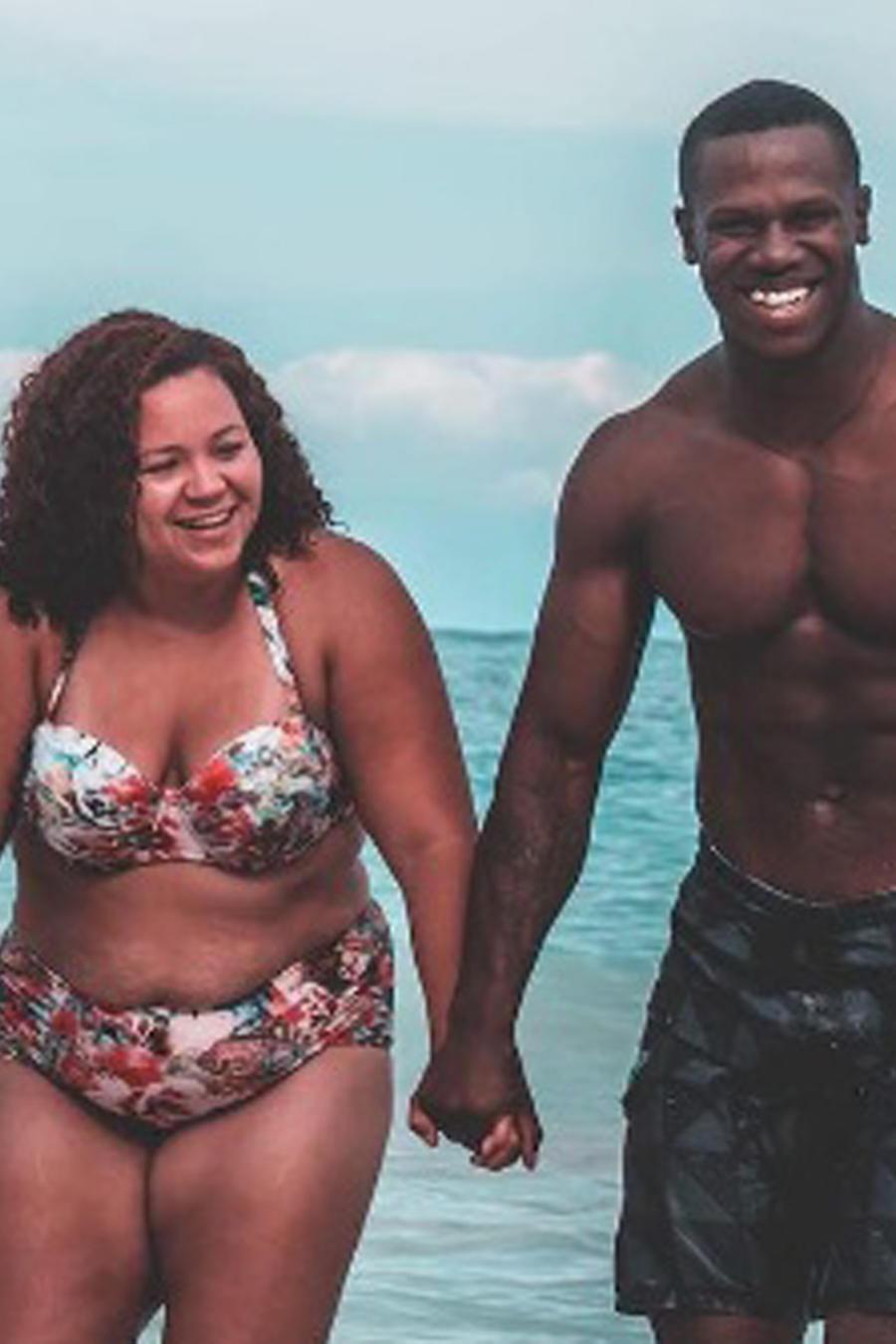 Jazzy con su esposo en la playa