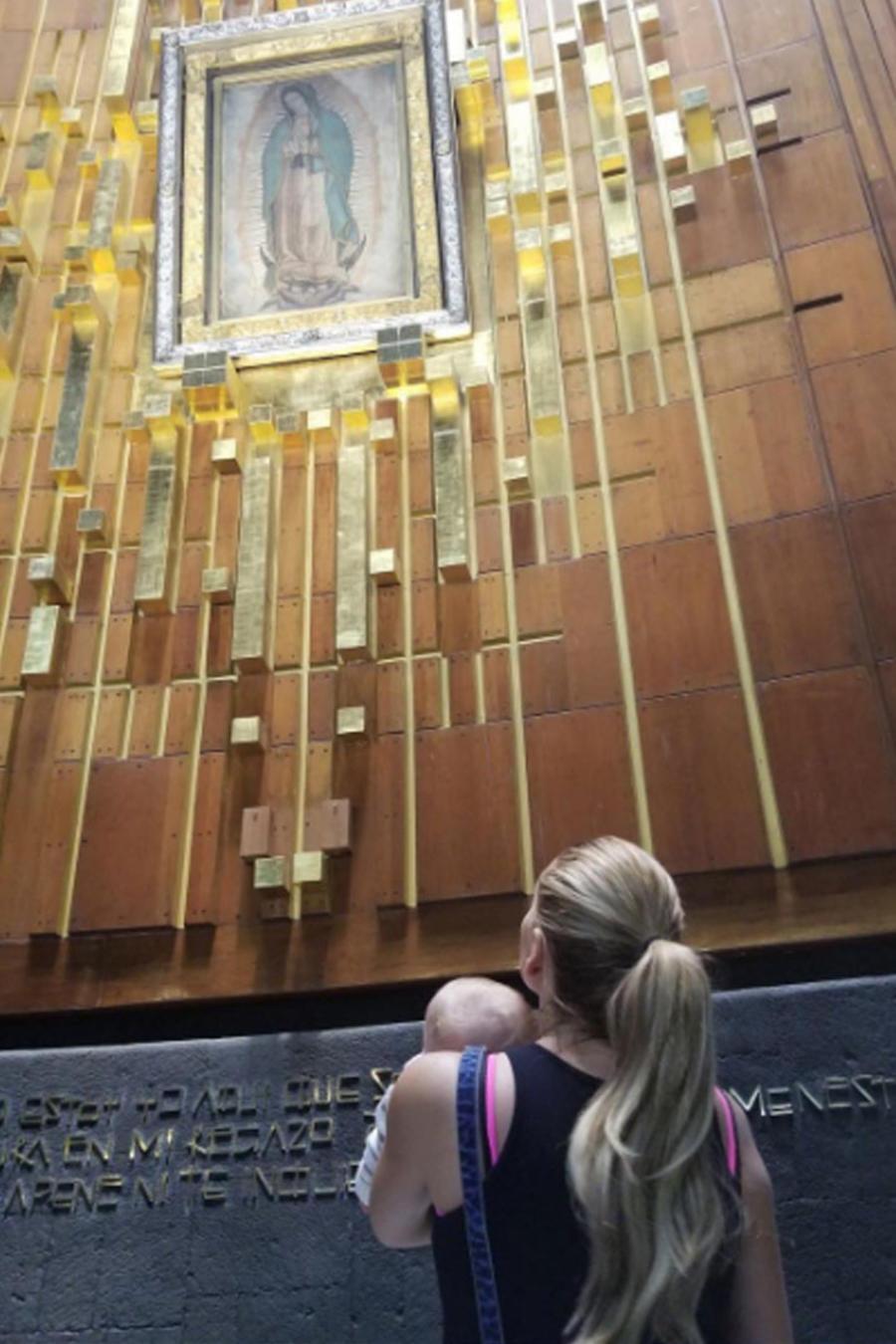 Marjorie de Sousa y su bebé Matías visitan la basílica
