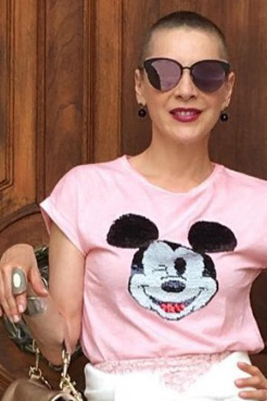 Edith González con gafas de sol