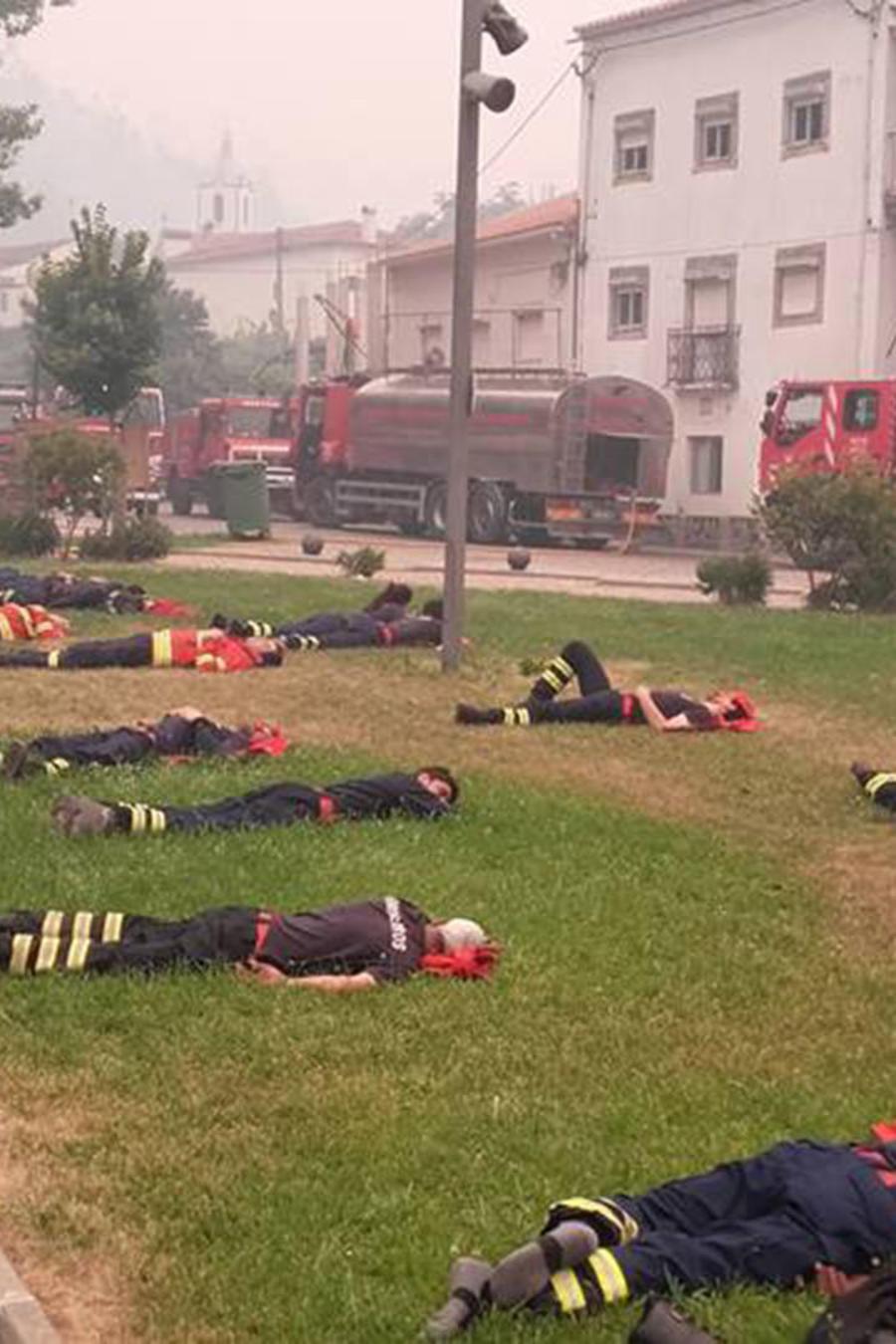 Bomberos portugueses descansando