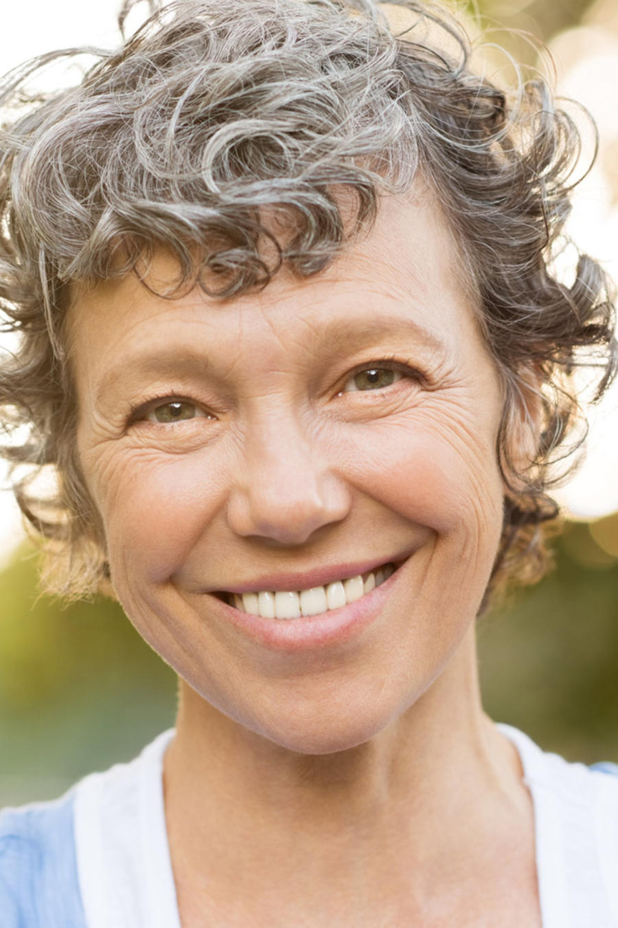 Retrato mujer madura sonriendo