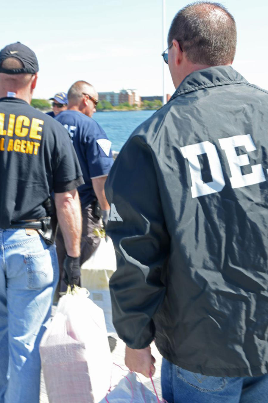 Narco mexicano se entrega a la DEA