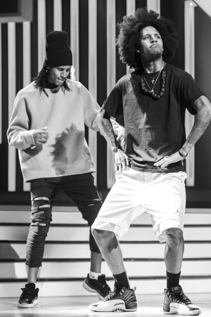 Les Twins ensayando en Premios Tu Mundo 2017.