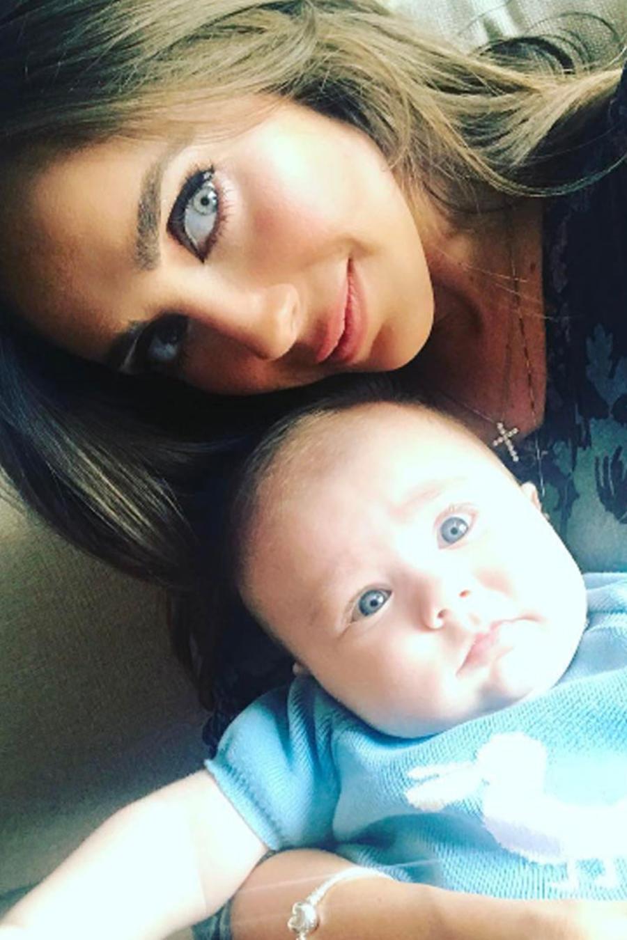 Anahí con su bebé