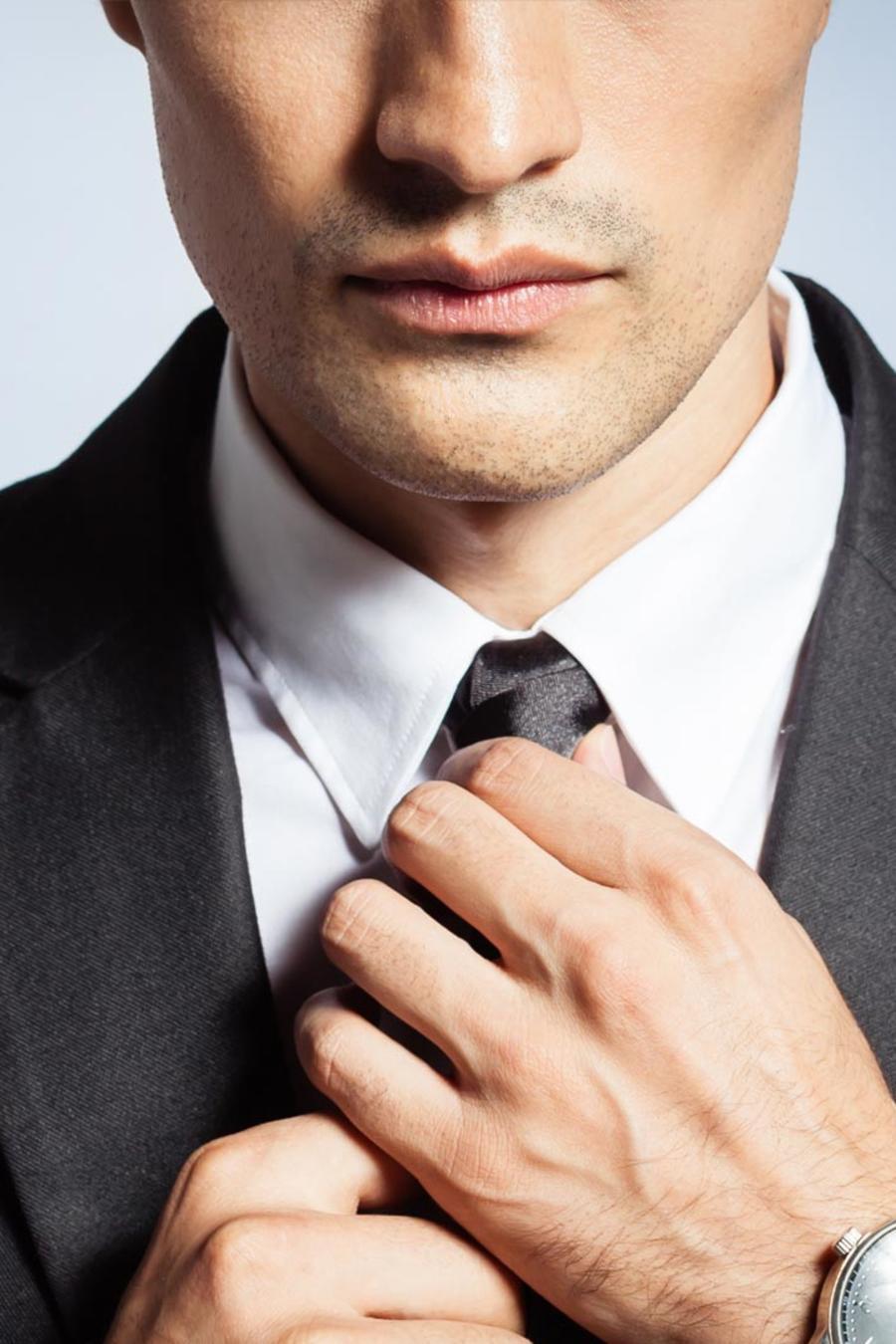 Hombre vestido de traje