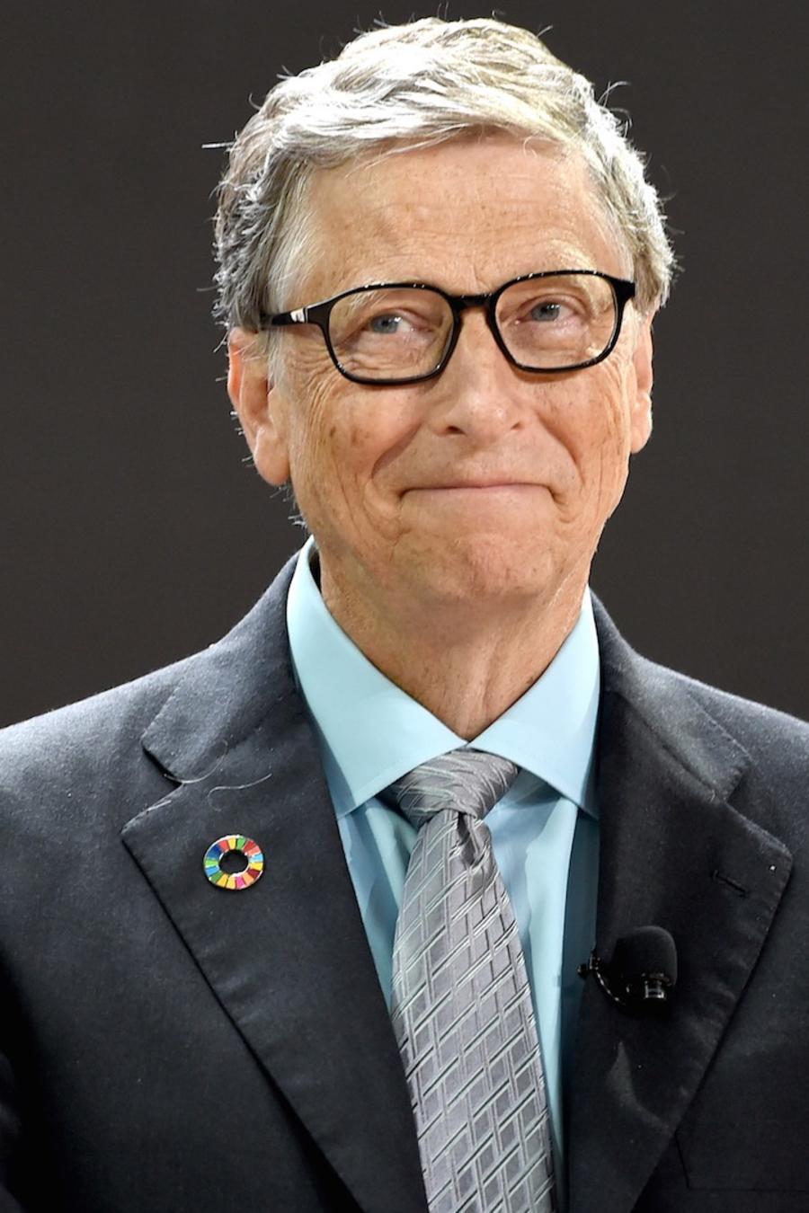 Bill Gates vistiendo un traje