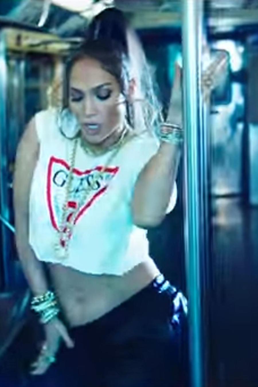 "Jennifer Lopez en el video de ""Amor, amor, amor"""