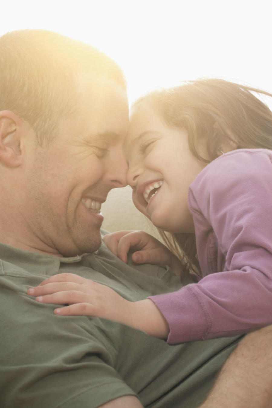 Papá jugando con su hija