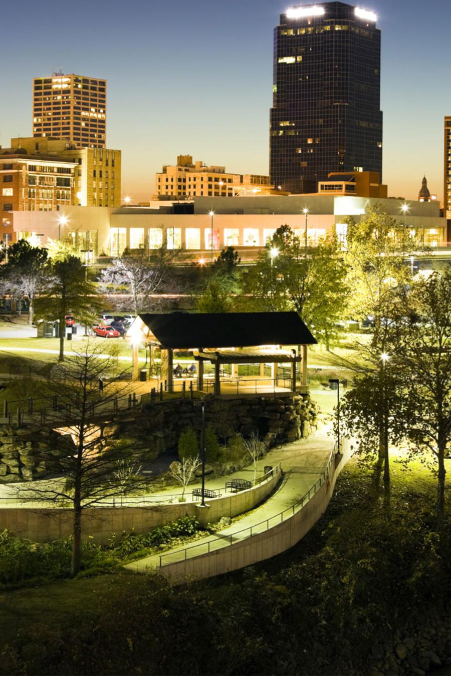 Ciudad de Little Rock, Arkansas, por la noche