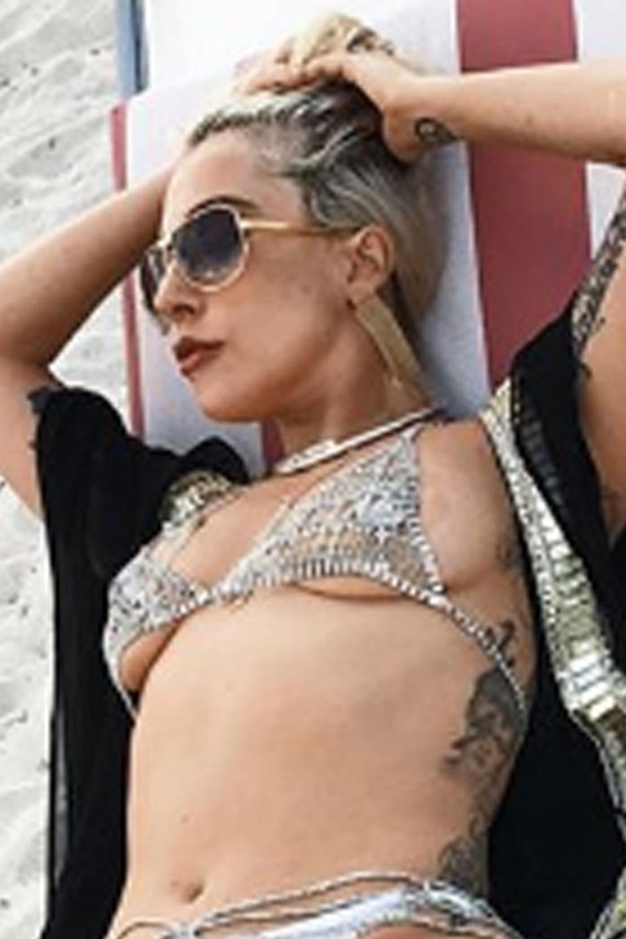 Lady Gaga en bikini