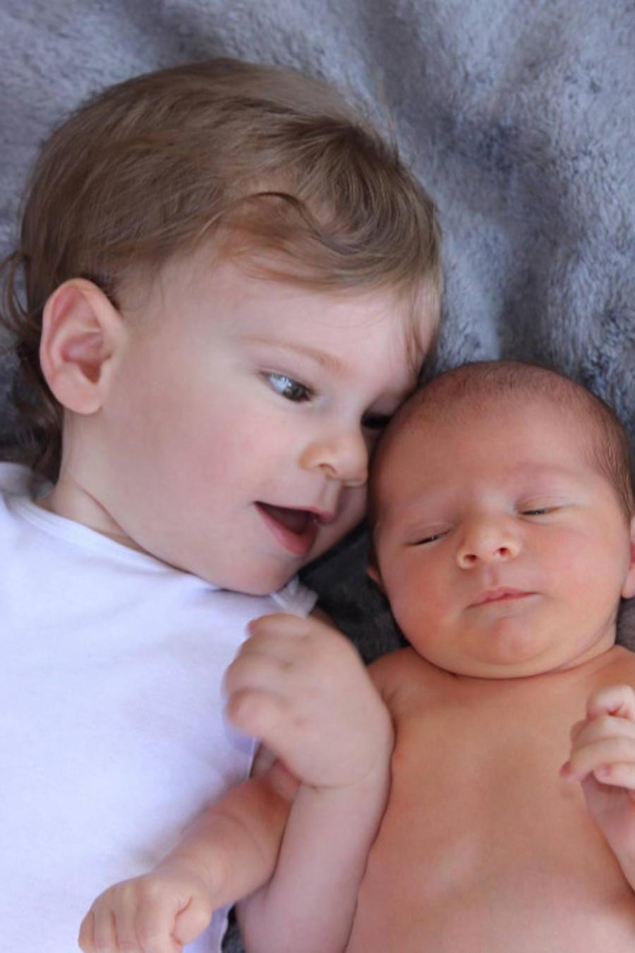 Buscan cura para hermanos que podrían morir a los 10 años (VIDEO)