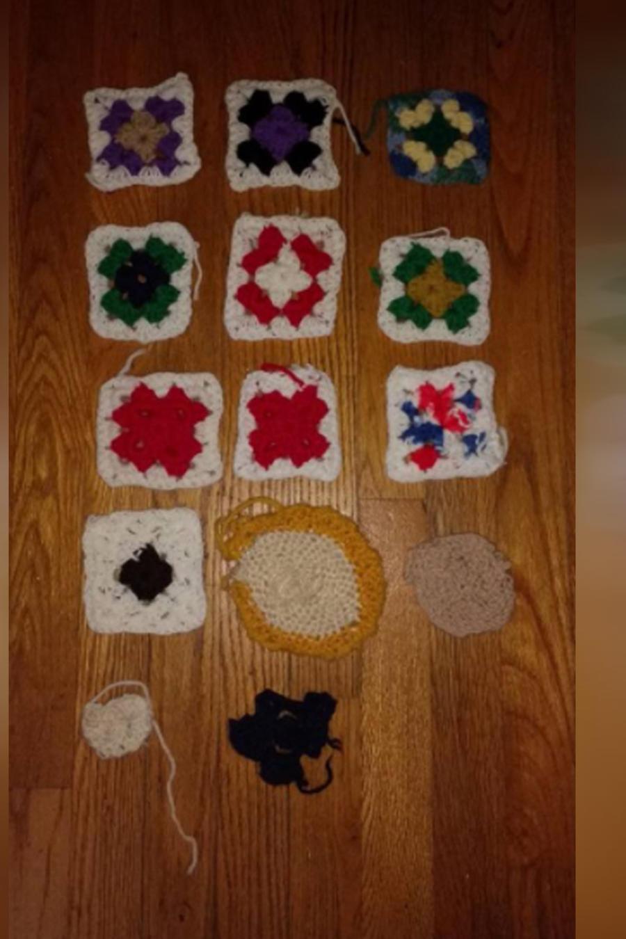 Tejidos a crochet de una mujer con Alzheimer