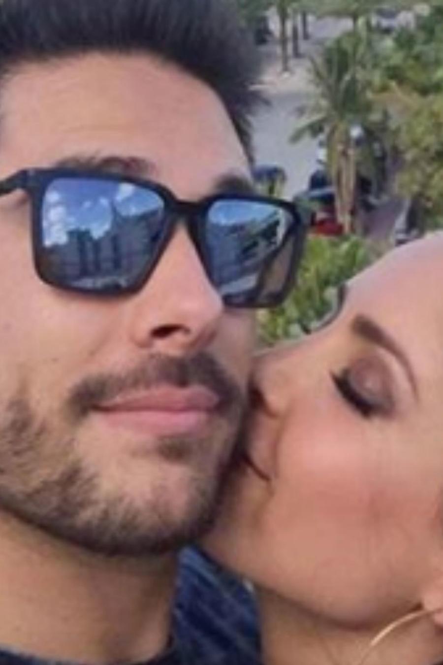 Carmen Villalobos con su novio