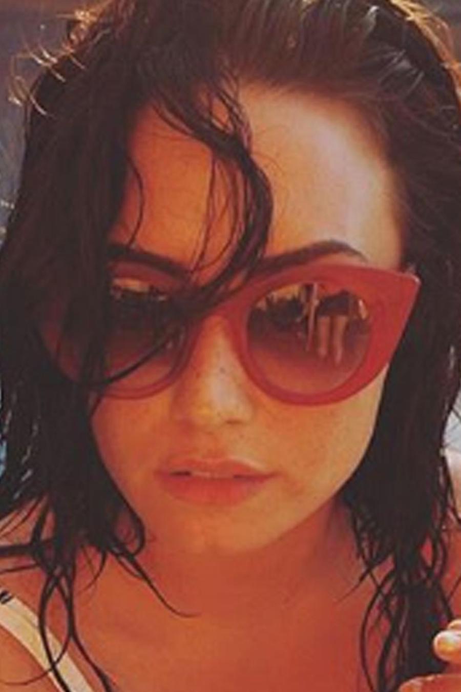 Demi Lovato dejó a la vista sus pechos con sus sexis fotos en traje de baño