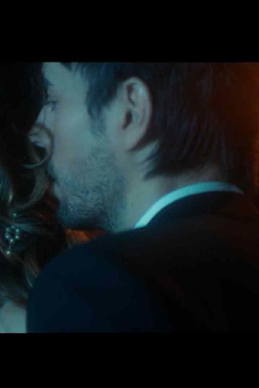 """Enrique Iglesias """"El Baño"""" Music Video"""