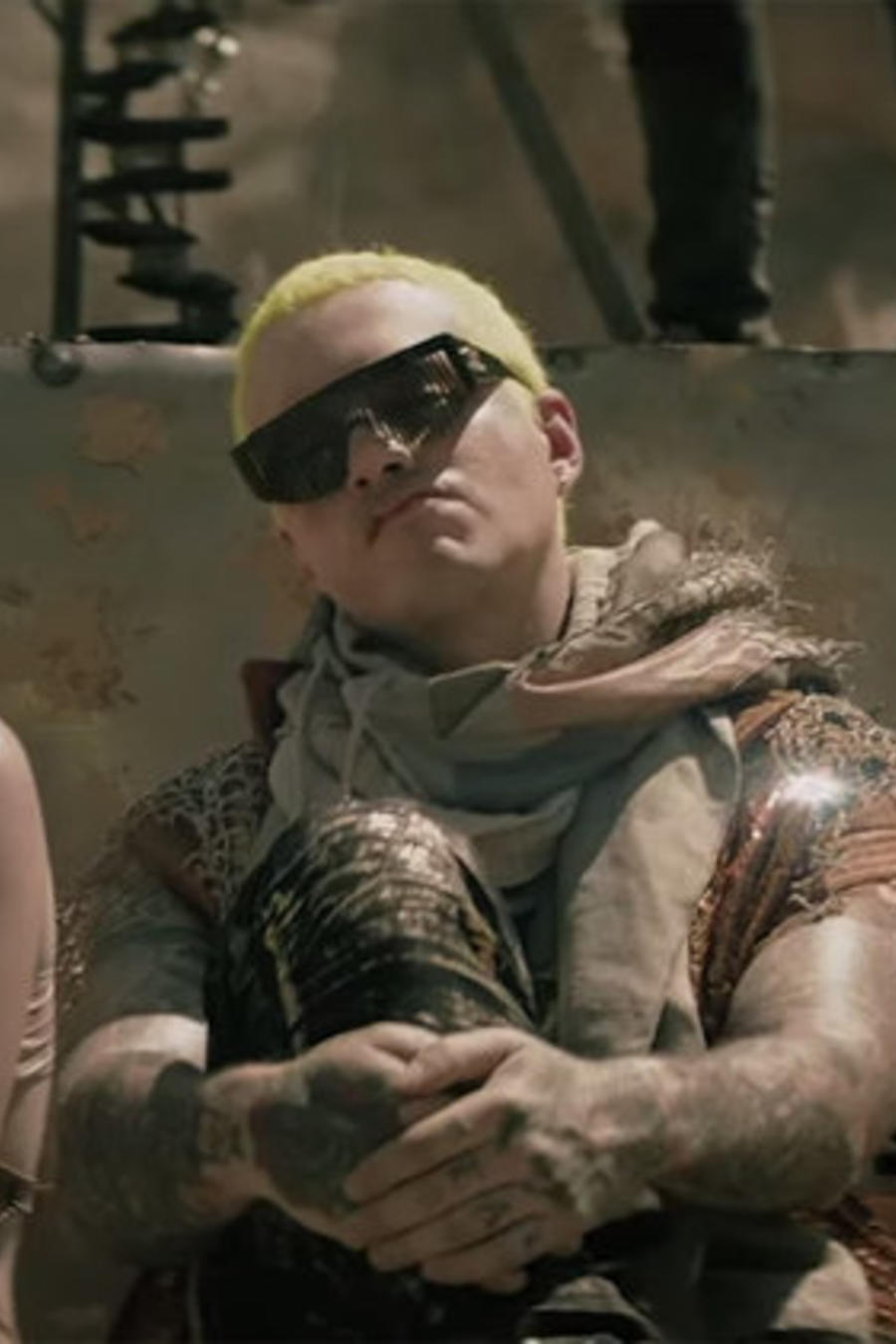 J Balvin en el video Machika