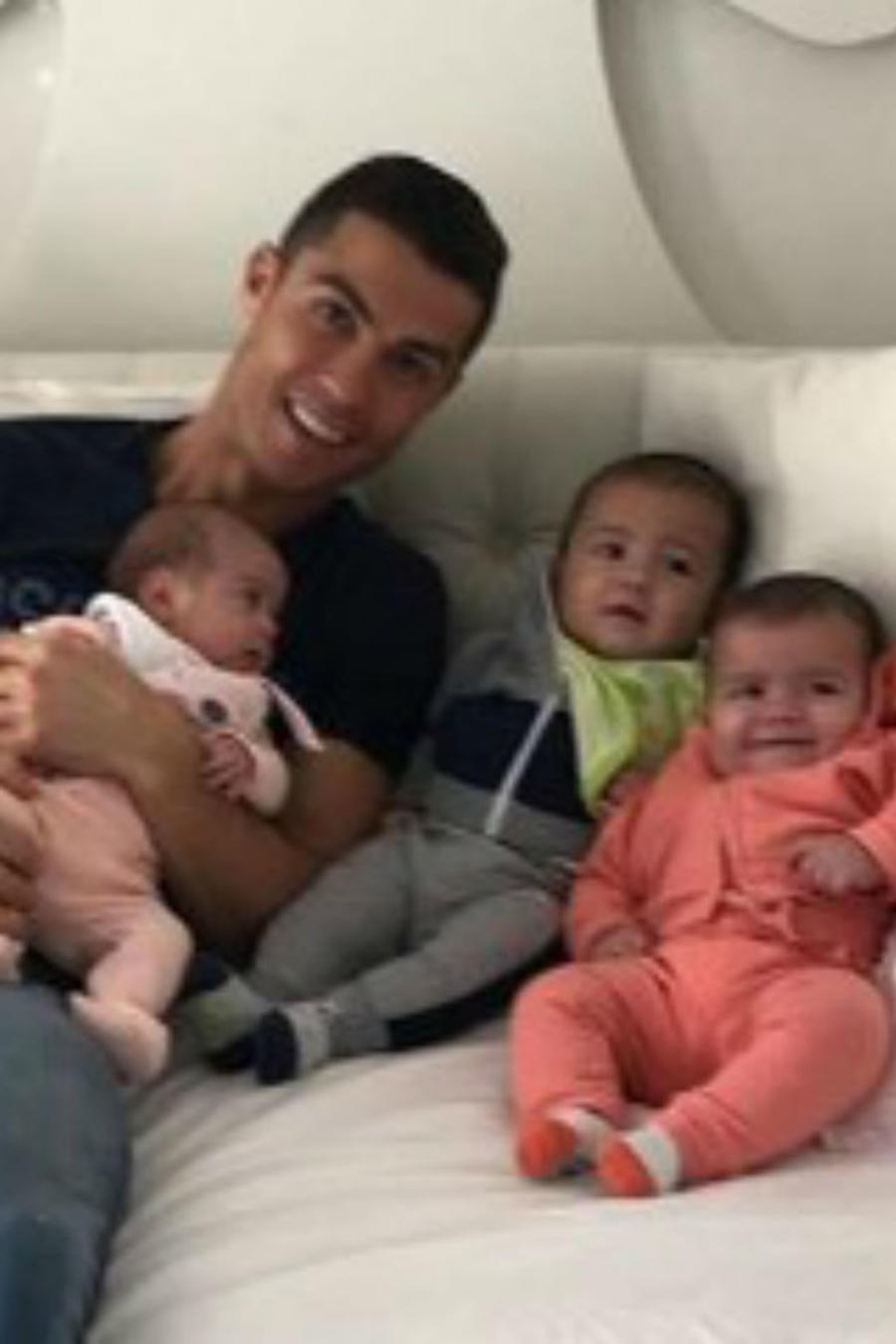 Cristiano Ronaldo con sus bebés