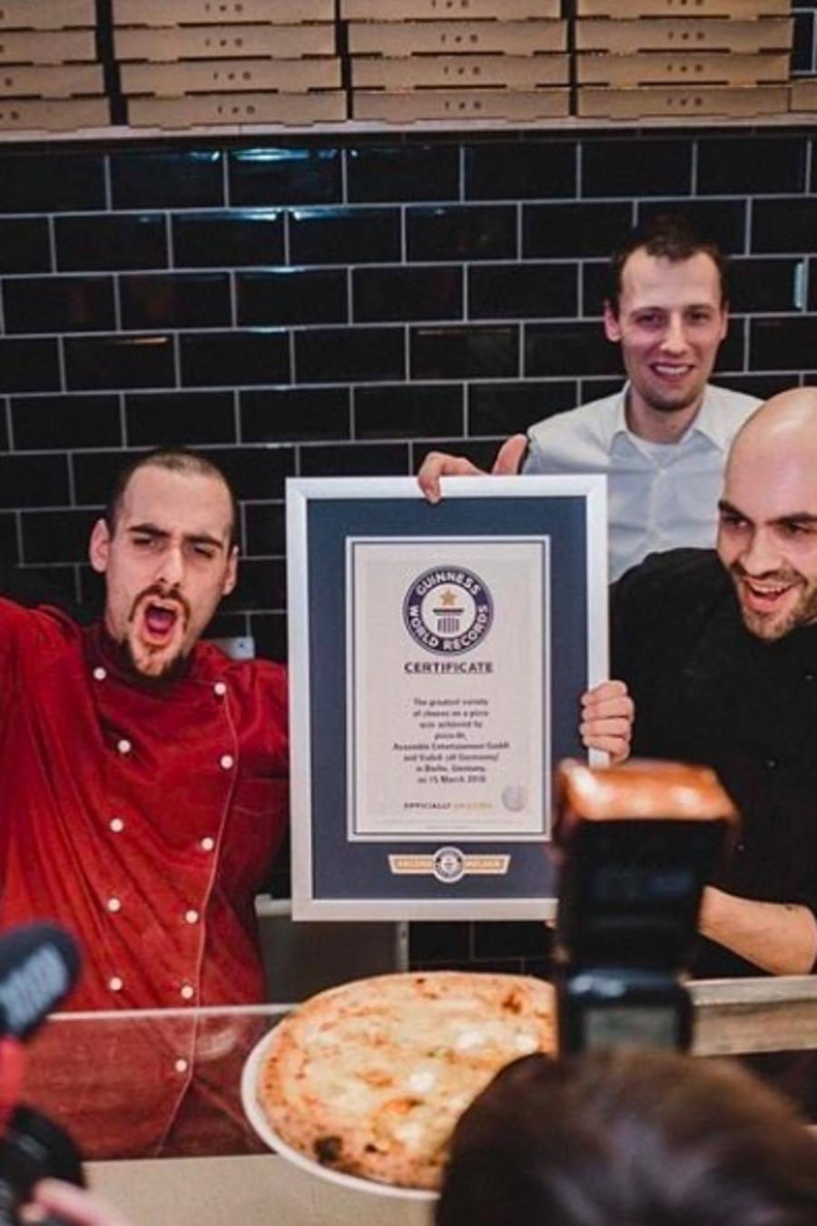 Vadoli Pizzeria Receiving Guinness World Record