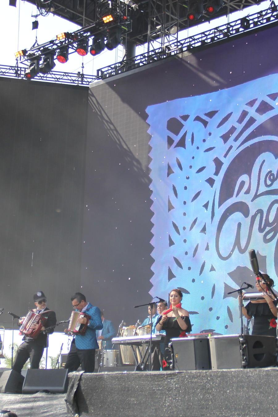 La cumbia ha trrascendido a los jóvenes que asistieron a uno de los festivales de música más grandes del mundo.
