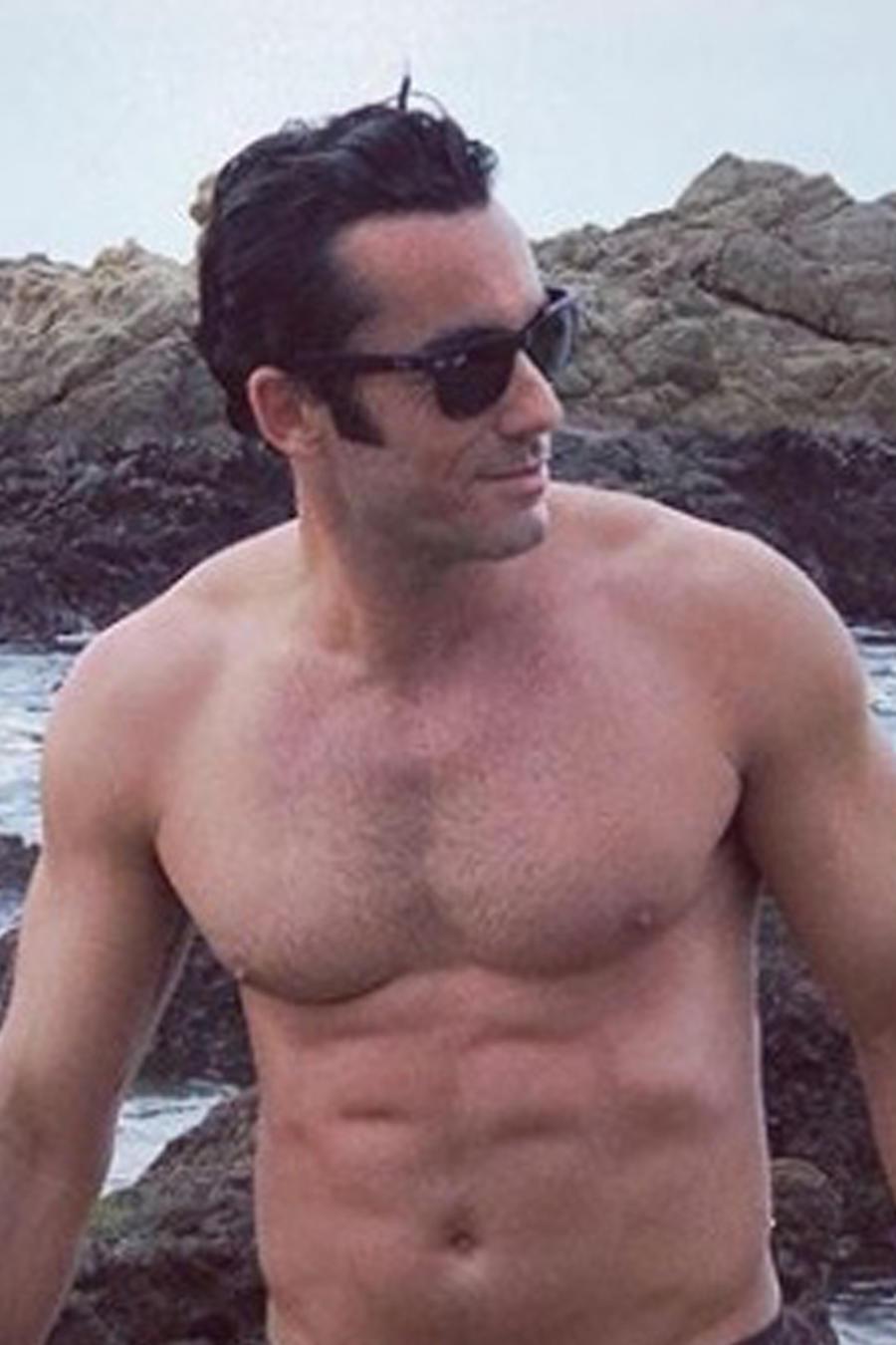 Aarón Díaz sin camiseta
