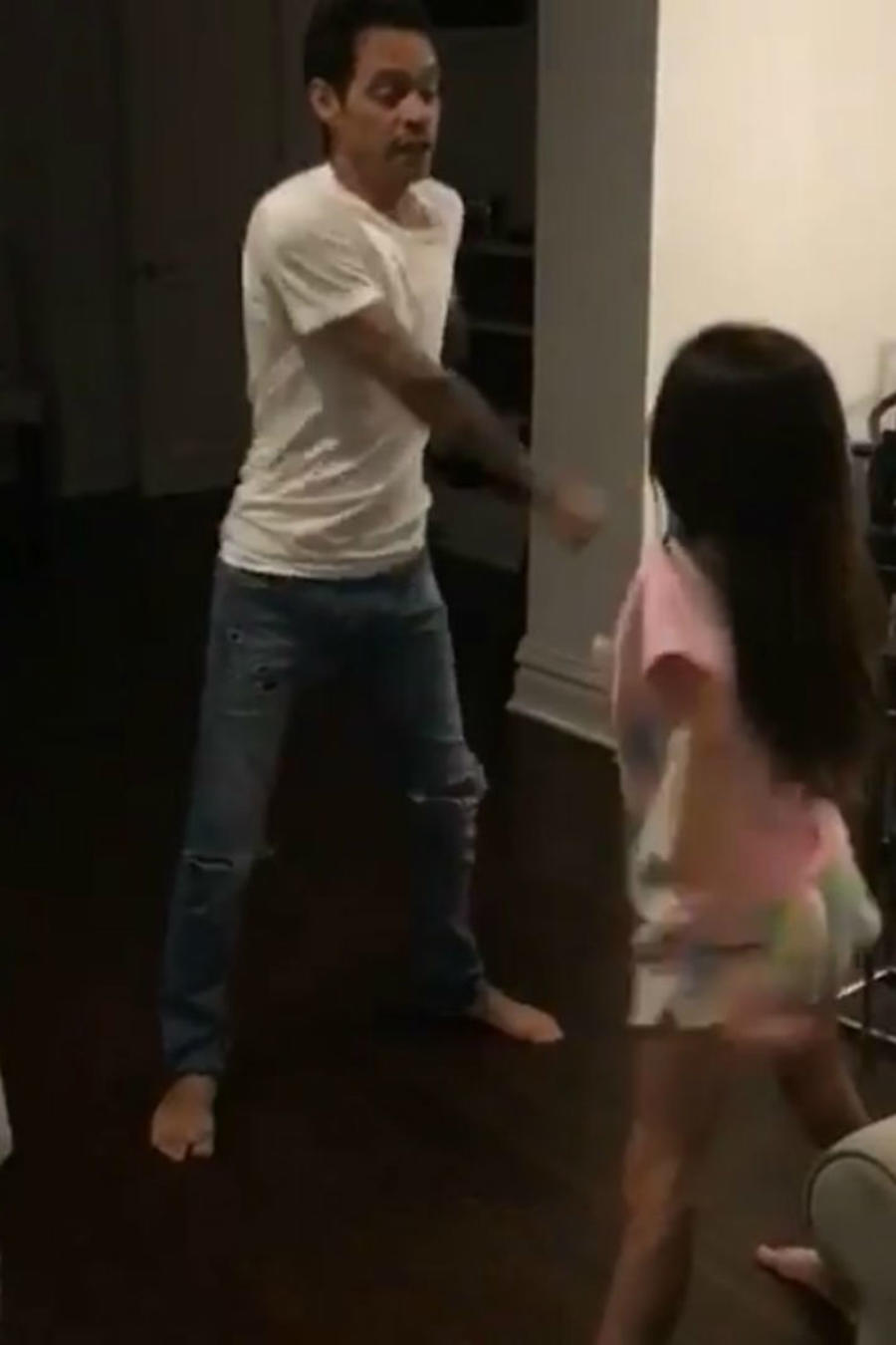 Marc Anthony bailando con Emme