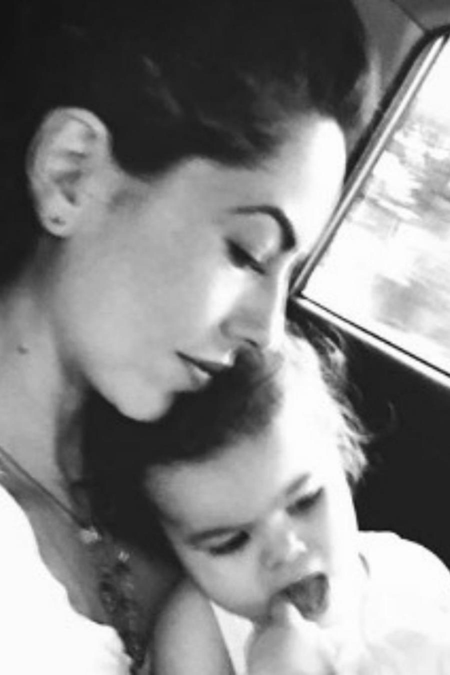 Bárbara Mori con su nieta Mila