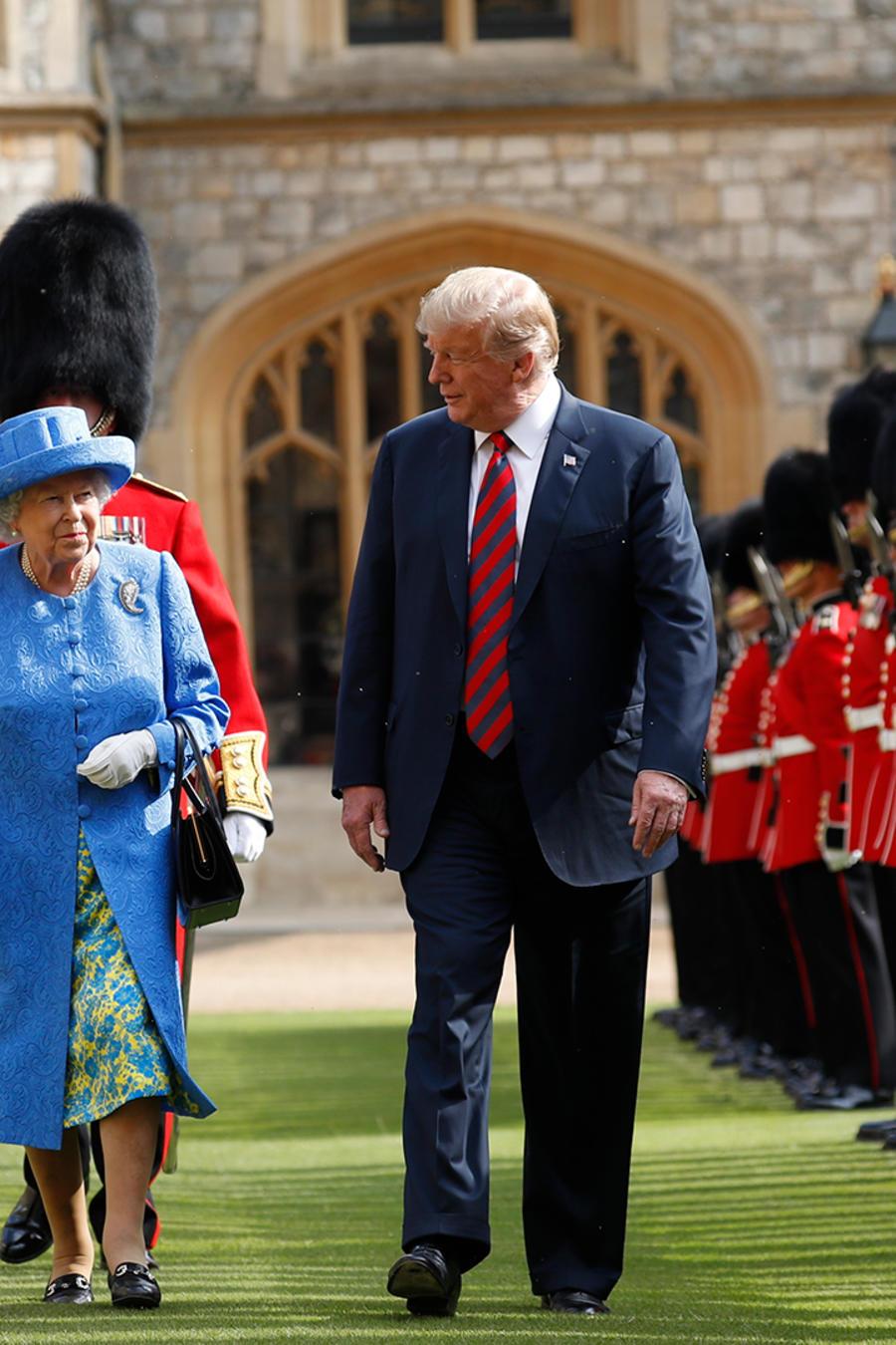 El presidente Trump junto a la reina Isabel II en el palacio de Windsor en el Reino Unido