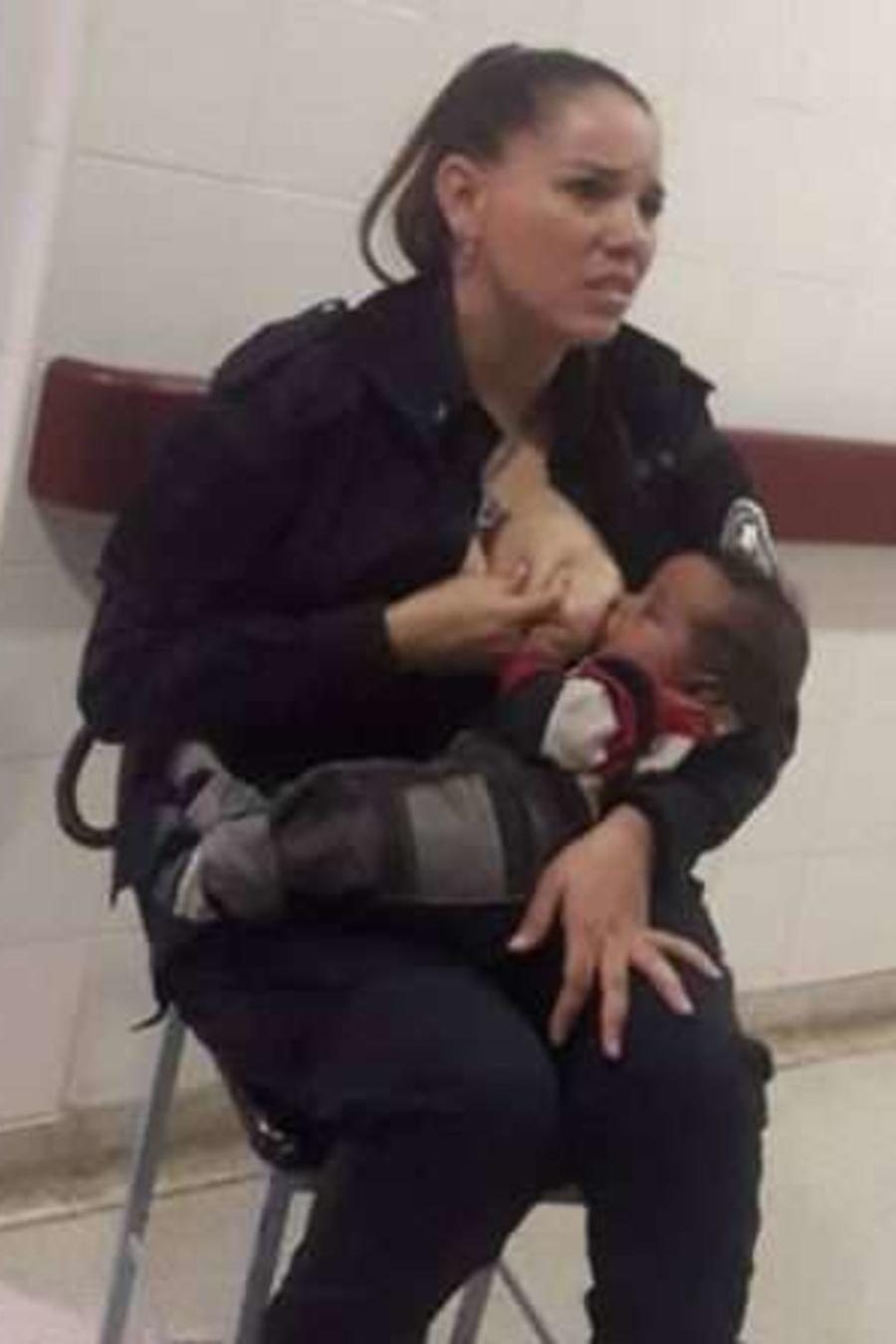 Policía amamanta a bebé hospitalizado