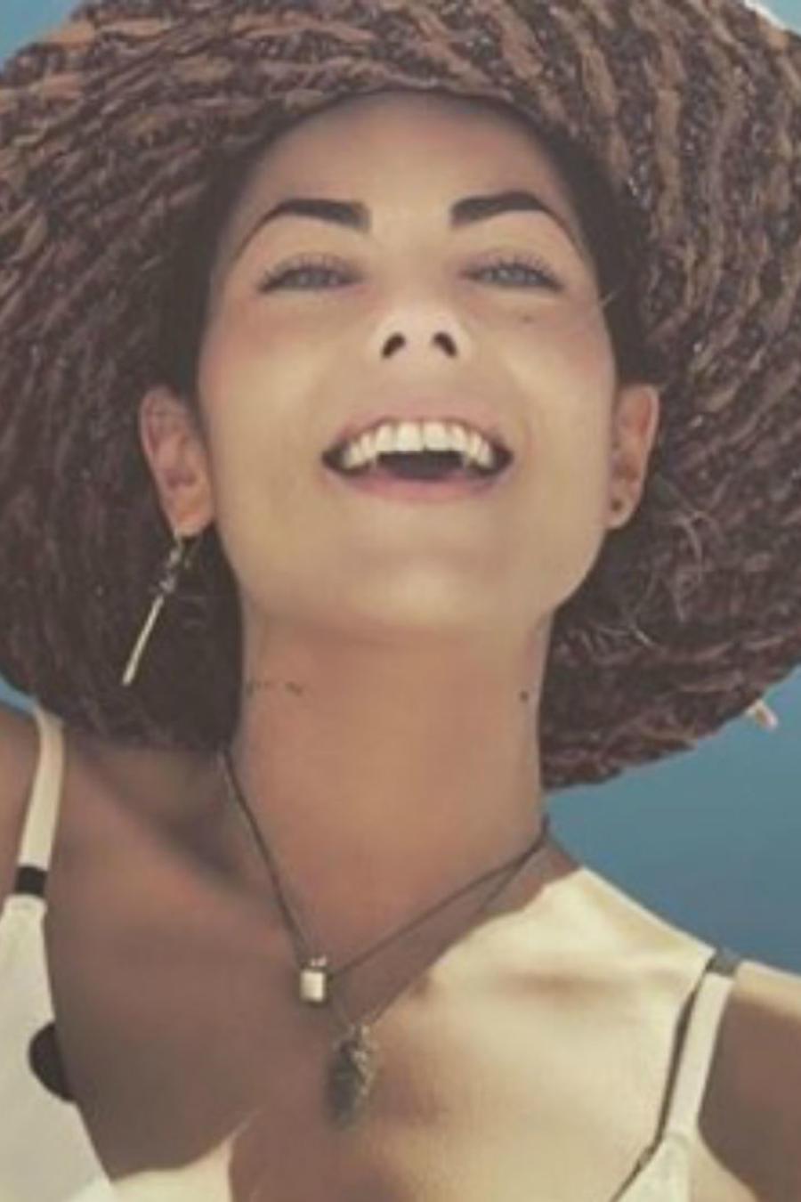 Bárbara Mori sonriendo