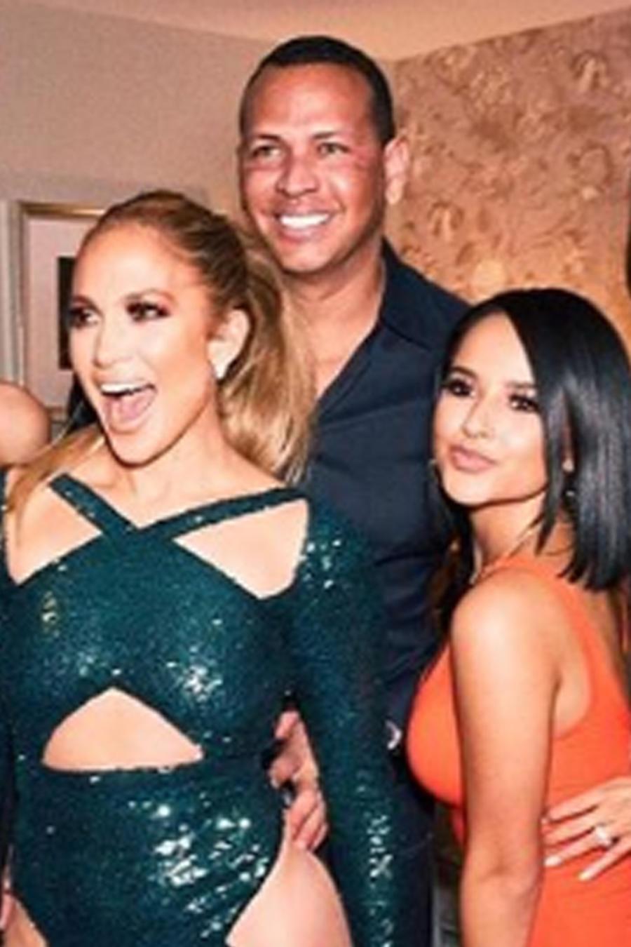 Becky G con Jennifer Lopez y más celebridades