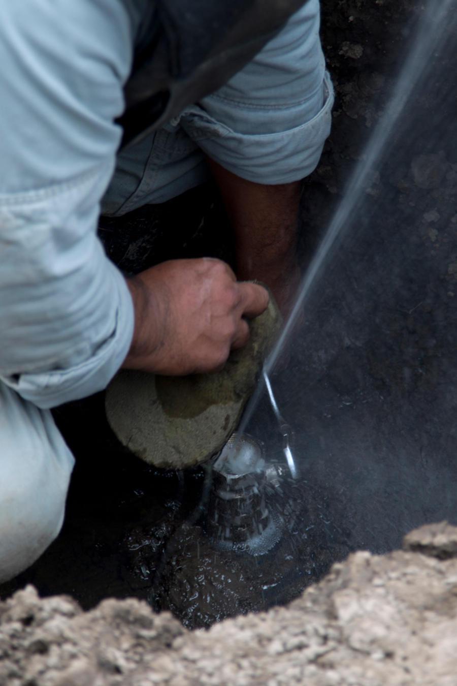 Un ducto de Pemex en el que se robó combustible en México en una imagen de archivo