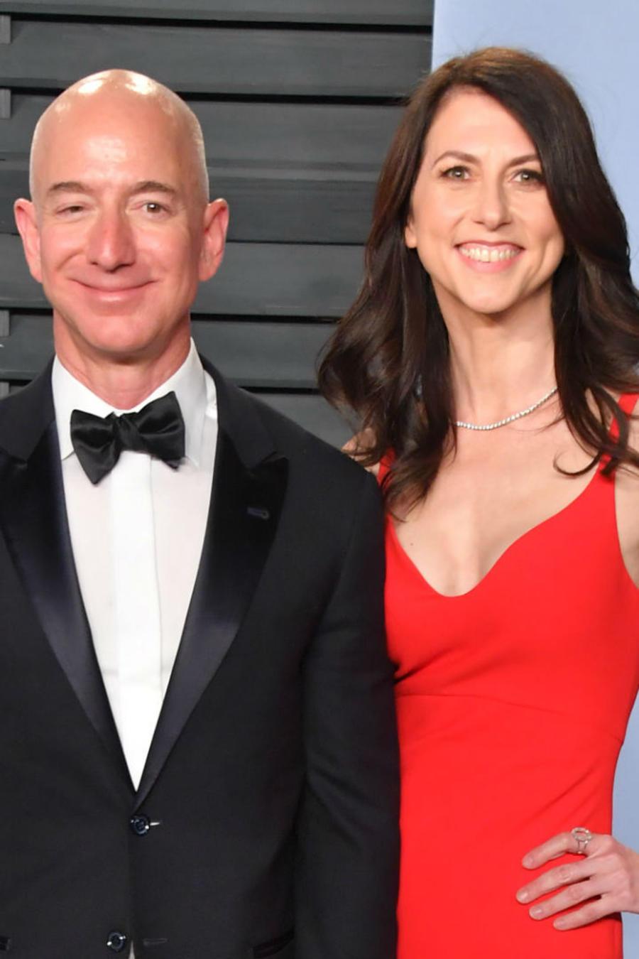 Jeff Bezos con su esposa MacKenzie, en 2018