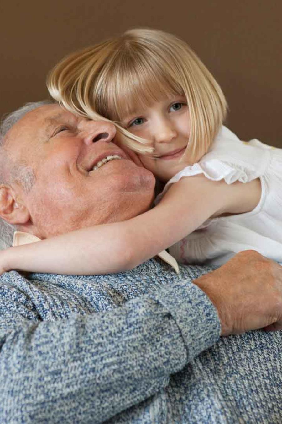 Abuelo con su nieta