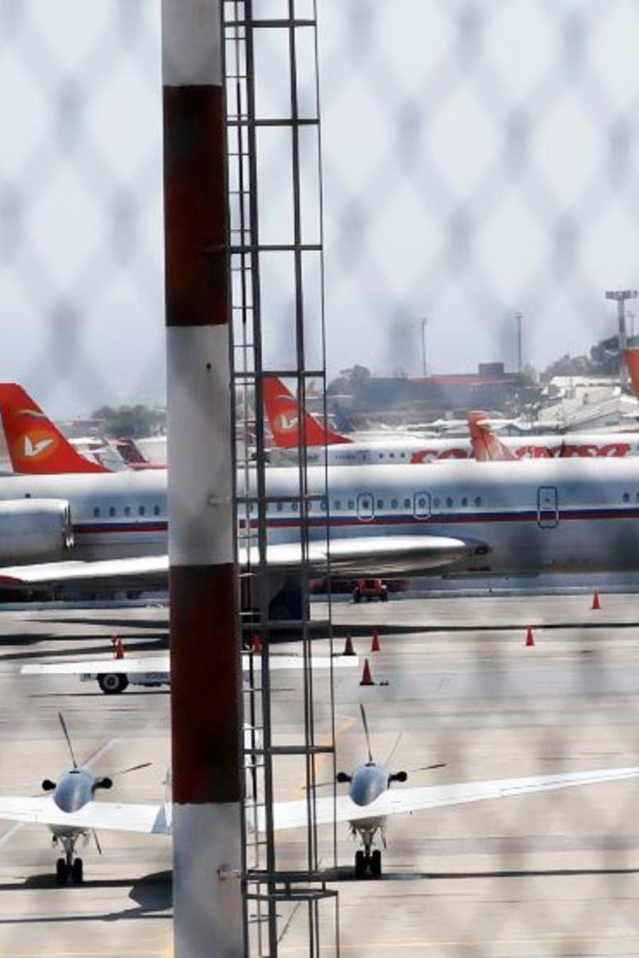 Un avión con la bandera rusa se ve en el Aeropuerto Internacional Simón Bolívar cerca de Caracas, Venezuela, 24 de marzo de 2019.