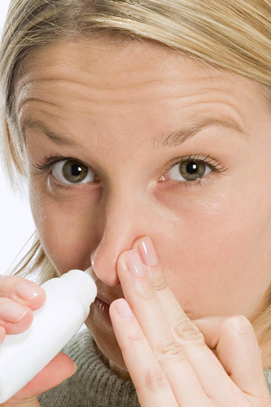 Experimento podría ayudar a alcohólicos con un spray de oxitocina.