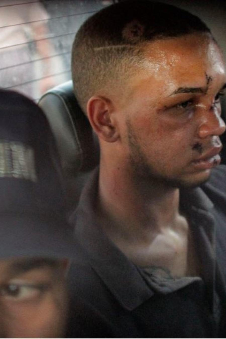 Eddy Vladimir Féliz Garcia, en custodia en relación con el tiroteo contra David Ortiz es trasladado por la policía a la corte este martes en Santo Domingo, República Dominicana.