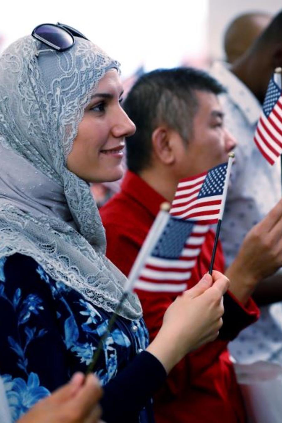 Nuevos ciudadanos en una ceremonia de naturalización el 18 de enero de 2019, en la oficina de los Servicios de Inmigración y Ciudadanía de Estados Unidos en Oakland Park, Florida.