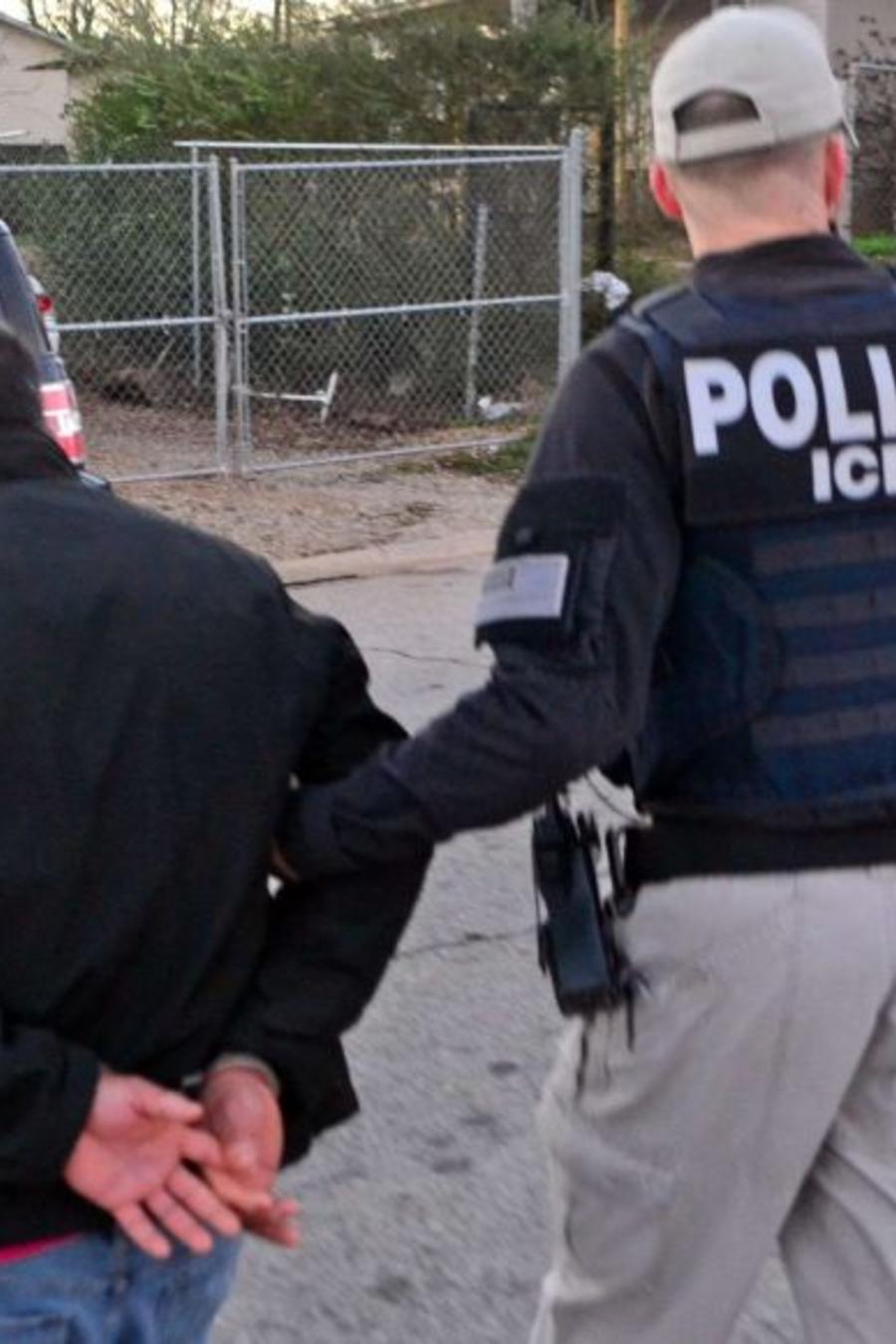 Policía de inmigración