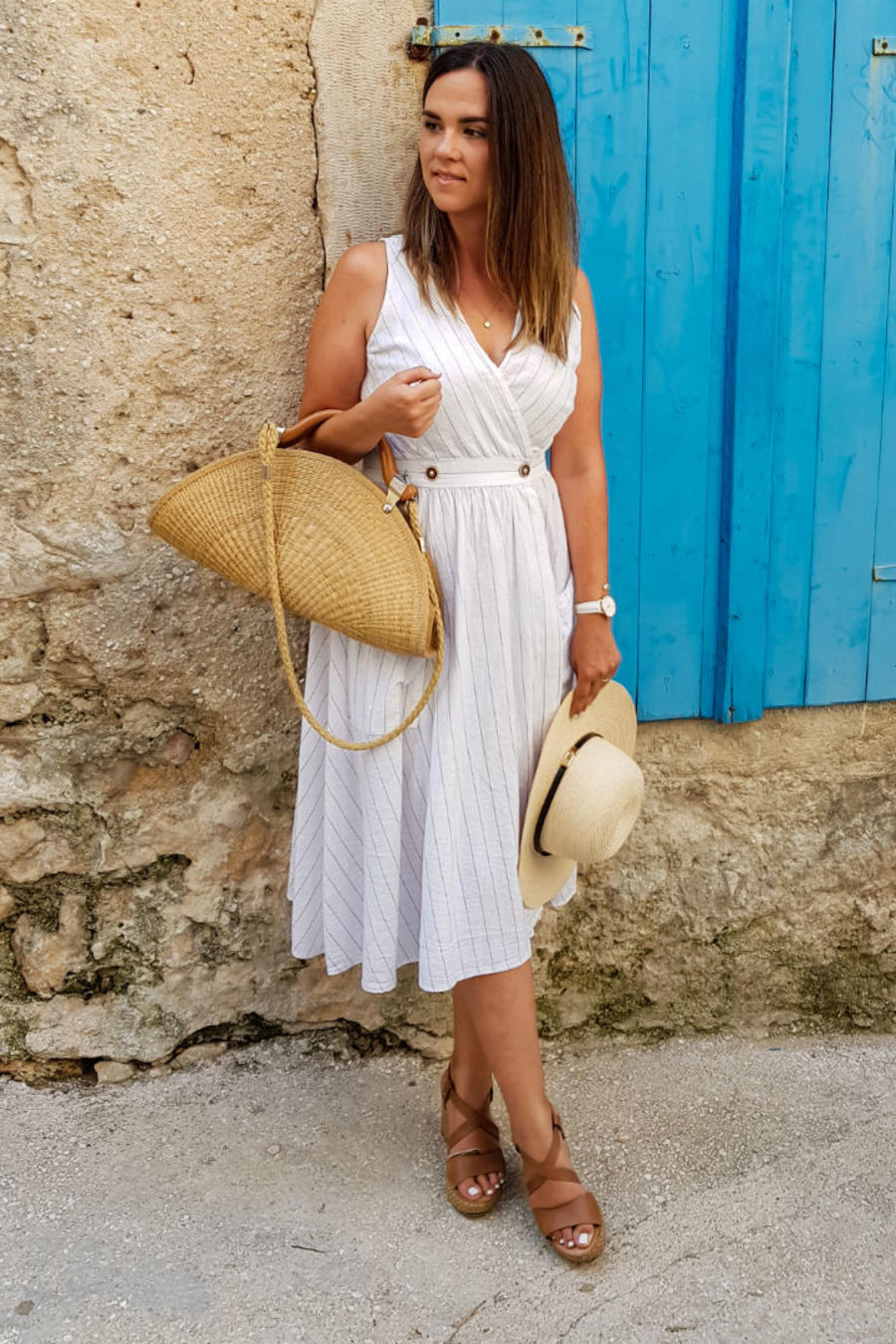 Mujeres usando vestido blanco
