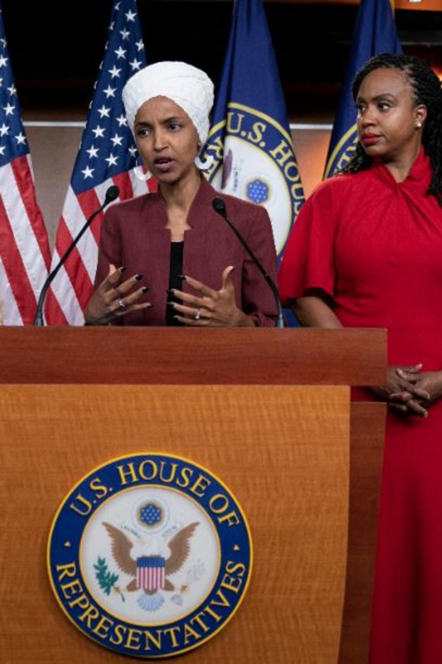 Desde la izquierda, las congresistas: Rashida Tlaib, Ilhan Omar, Ayanna Pressley y Alexandria Ocasio-Cortez en una conferencia de prensa el lunes en el Capitolio en Washington.