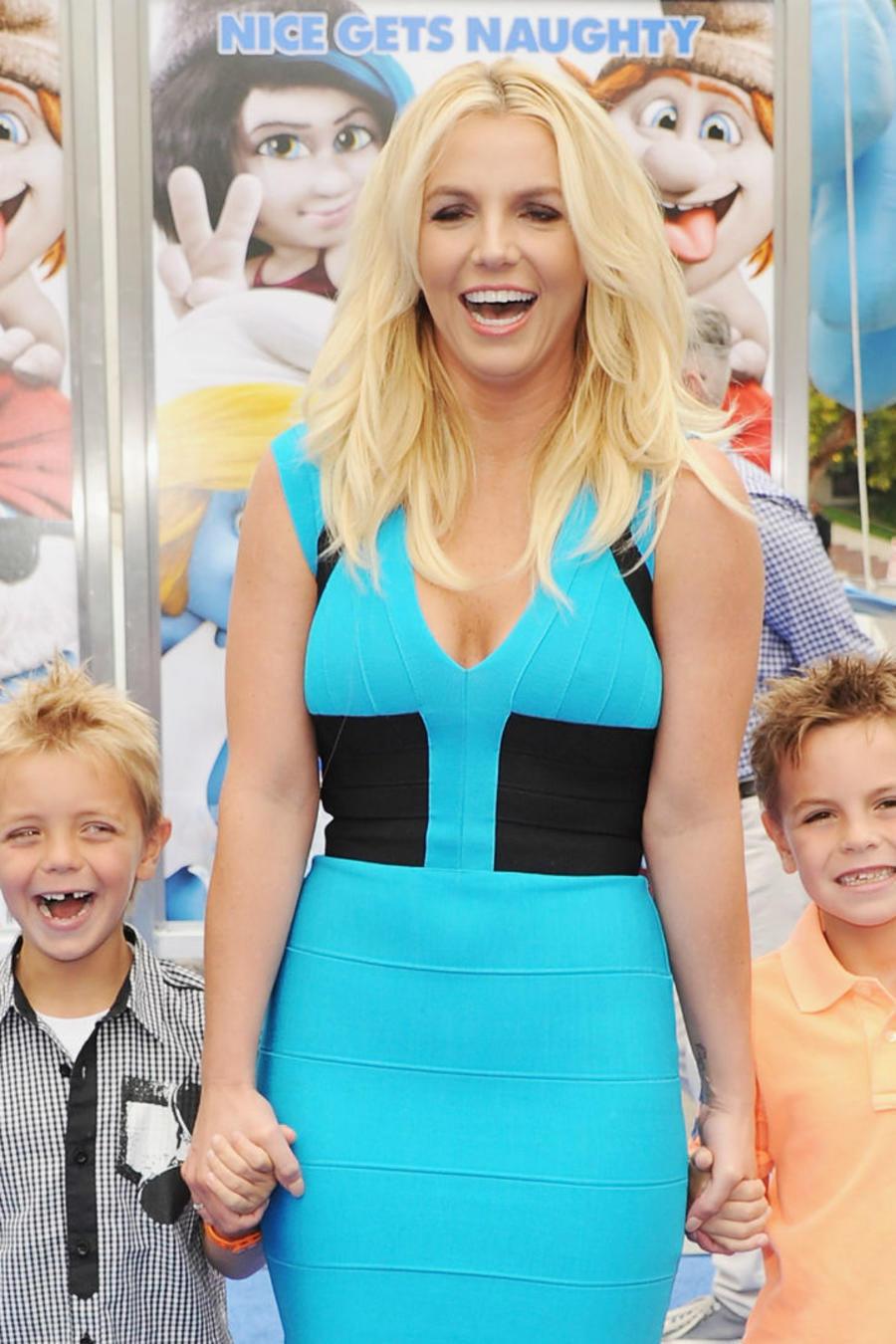 """Britney Spears con sus hijos en el estreno de """"Smurfs"""" en 2013"""
